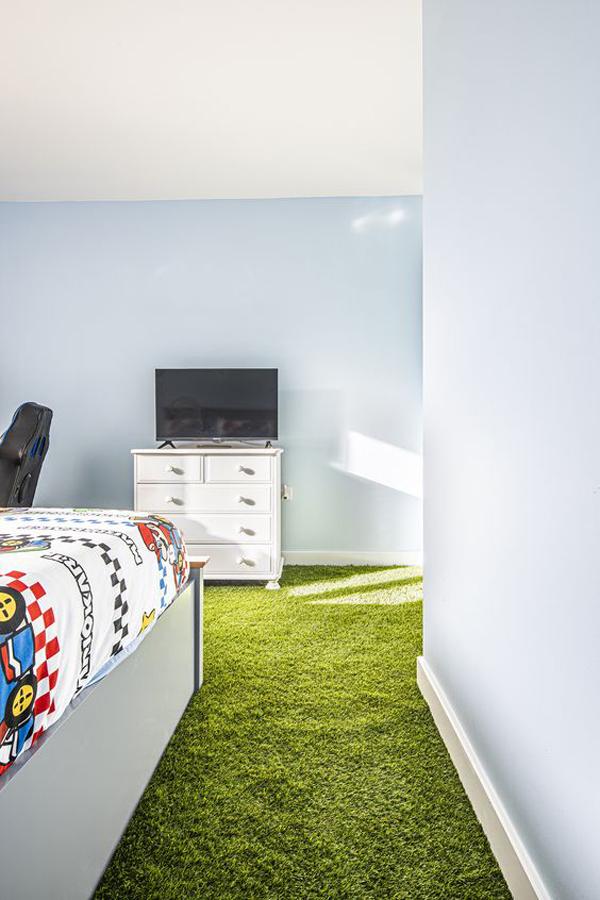 artificial-grass-bedroom-floor