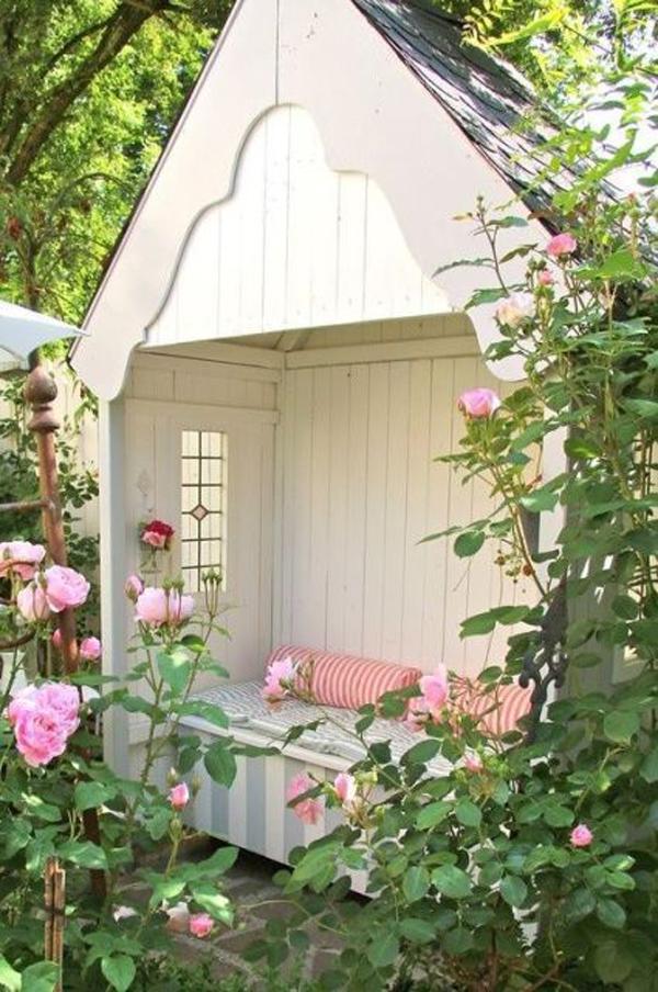 beautifl-outdoor-reading-nook-for-tiny-garden