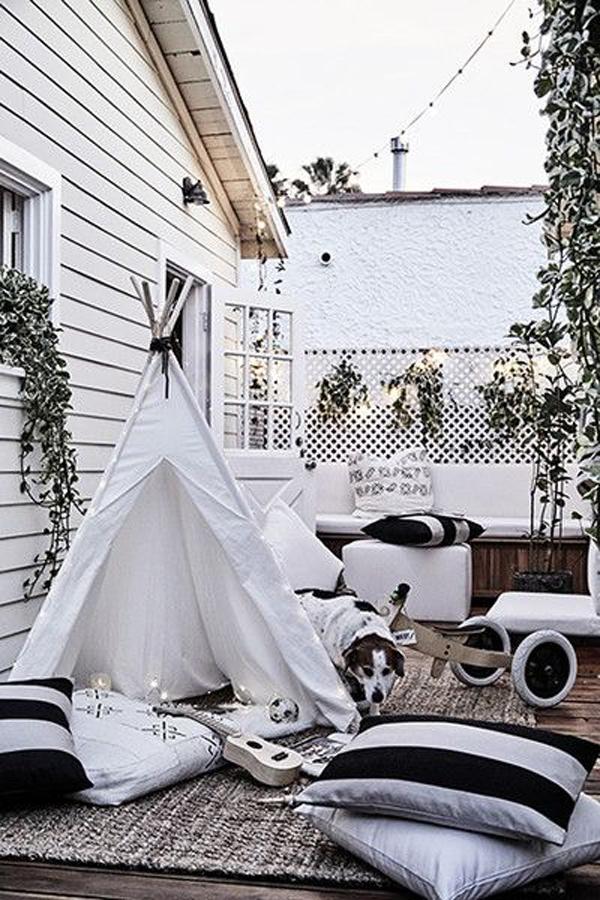 boho-kid-friendly-balcony-with-tents