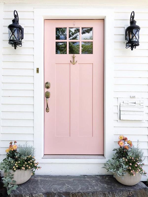 coastal-pink-front-door-decor