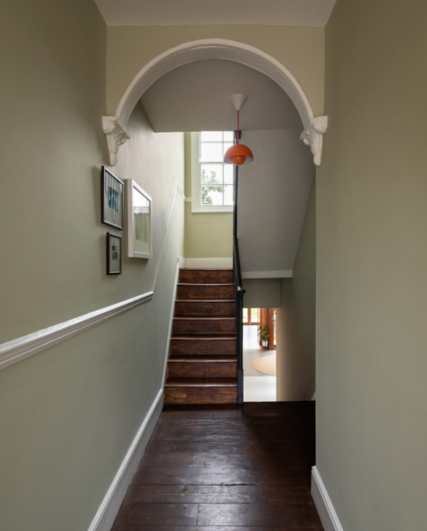 contempory-staircase-with-wood-element