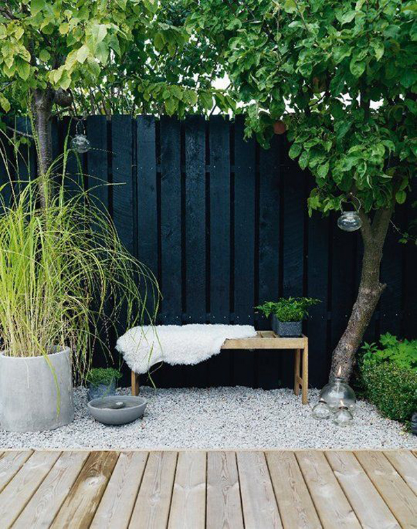 cozy-backyard-seating-area-with-gravel-ideas