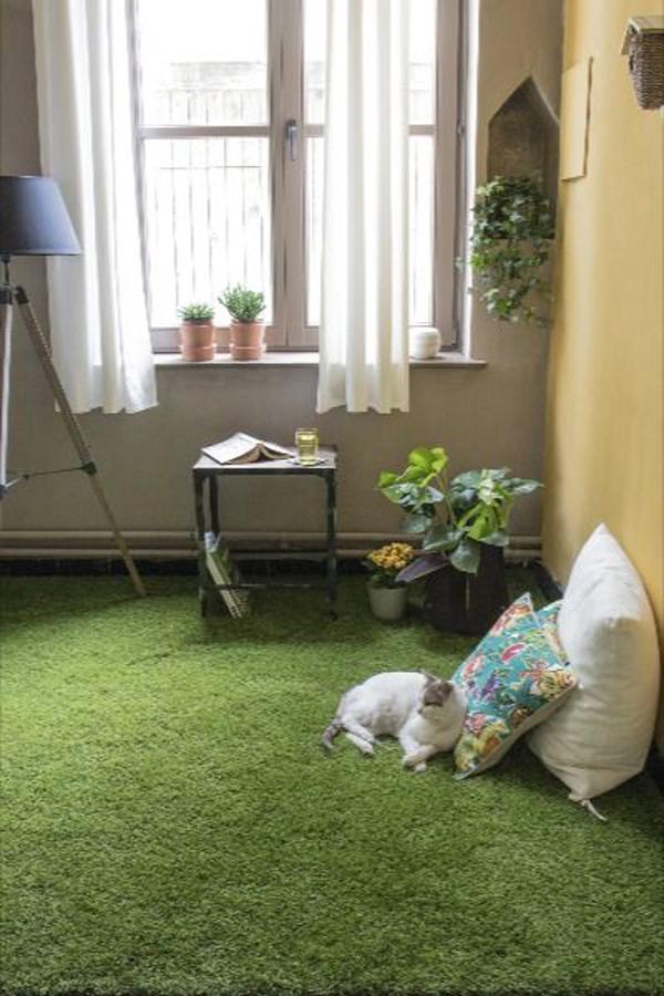 cozy-bedroom-design-with-grass-floor