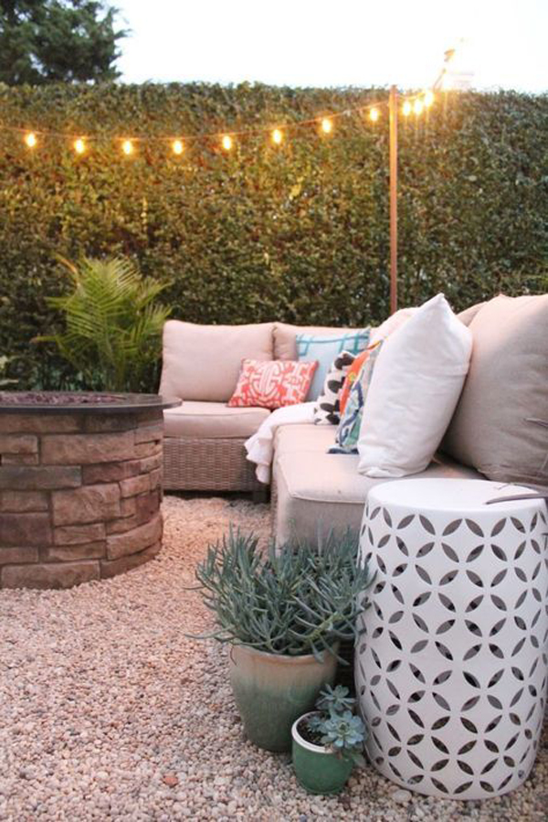 cozy-outdoor-living-space-with-pea-gravel-decor