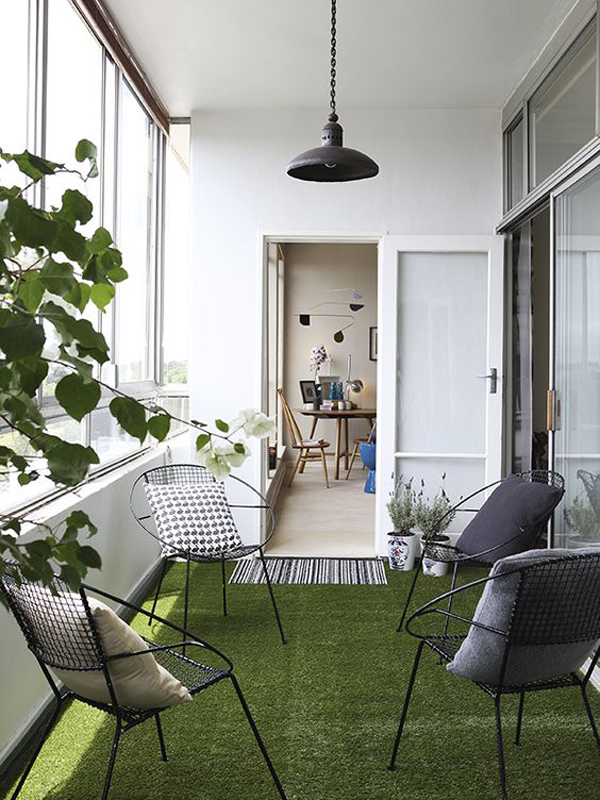cozy-private-balcony-with-artificial-grass-rugs