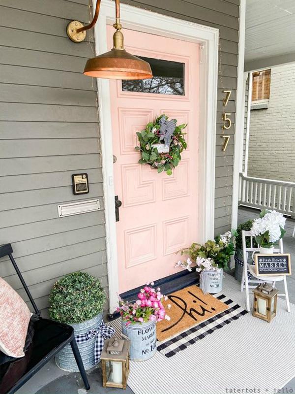 farmhouse-spring-porch-with-pink-door