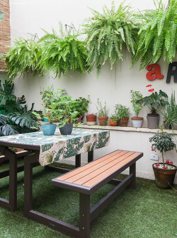 indoor-outdoor-dining-areas-with-fake-grass-floor