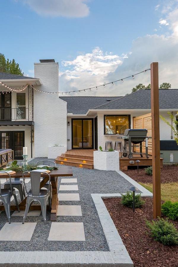 modern-backyard-dining-area-with-gravel-decor