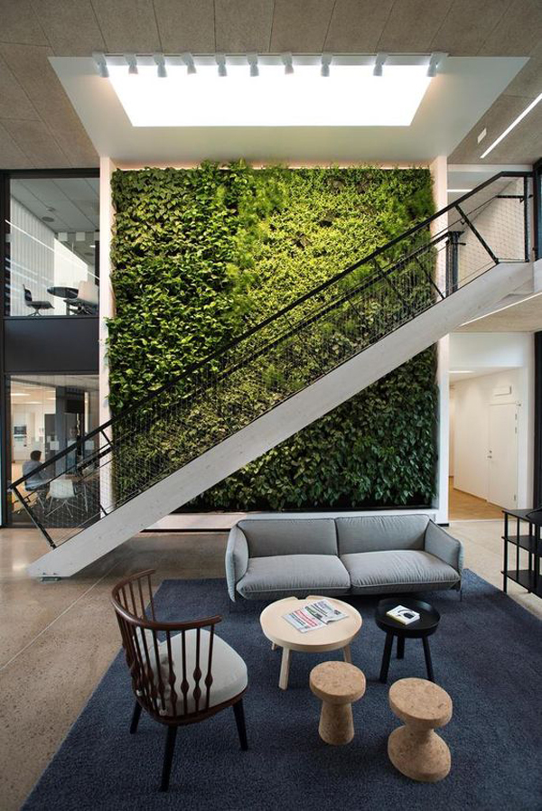 natural-grass-vertical-garden-with-stairs