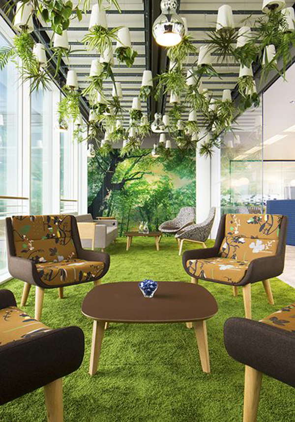 nature-inspired-room-with-grass-floor