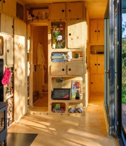 off-grid-cabin-shelves-ideas