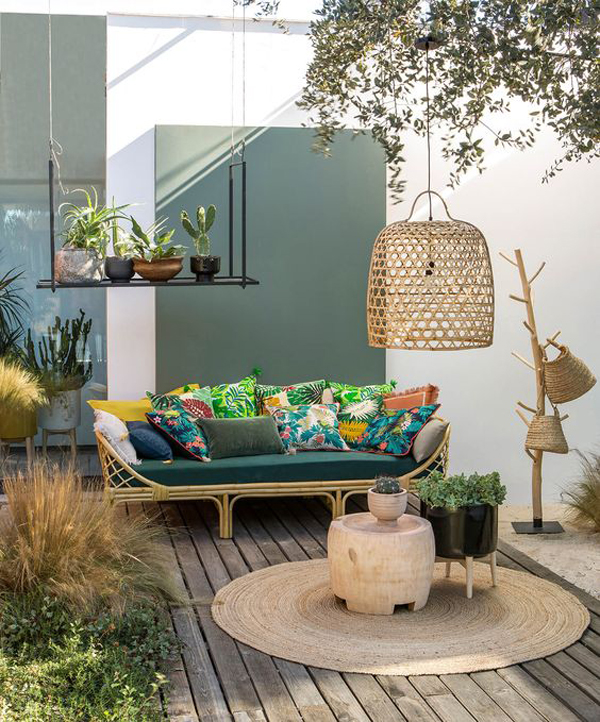 outdoor-boho-living-space-with-tropical-accents