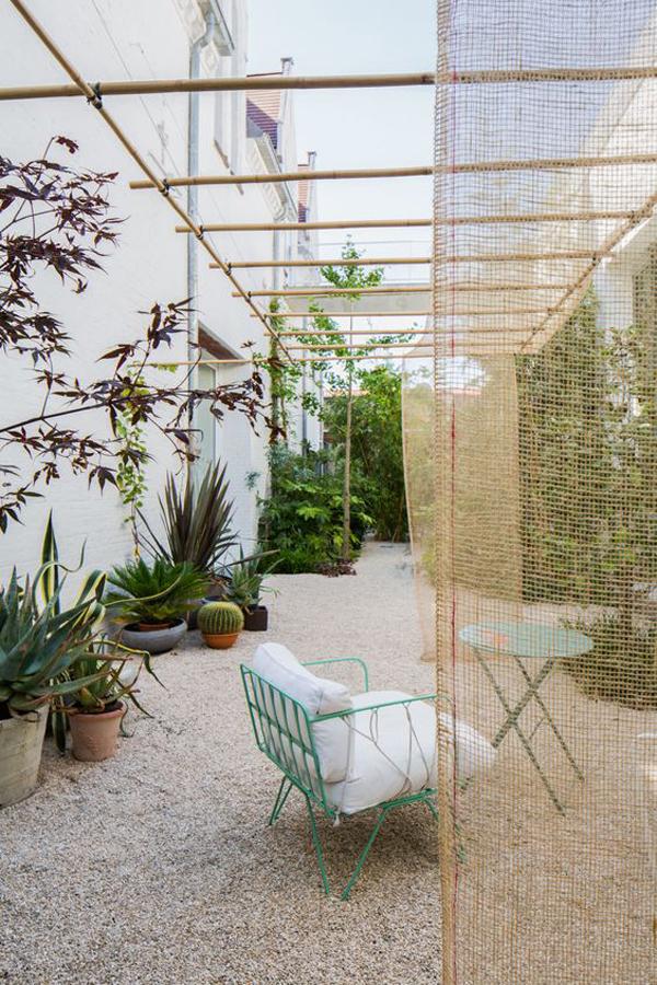 pea-gravel-backyard-gravel-ideas-like-a-vacation