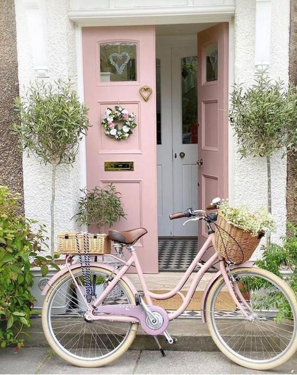 pink-front-door-with-heart-door-knocker