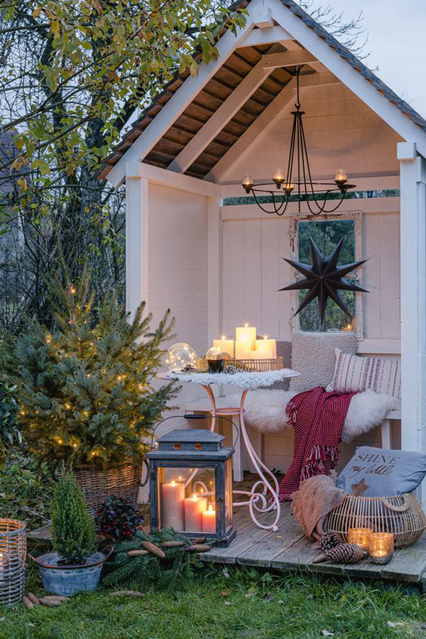 romantic-outdoor-garden-nook-with-candle-lights
