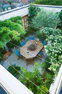 small-rooftop-garden-with-dining-areas