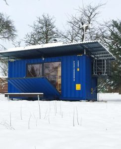 tiny-cabin-shipping-container-by-pin-up-houses