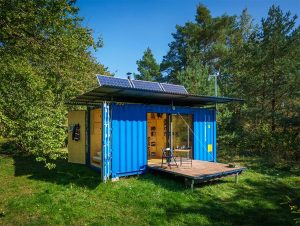 tiny-cabin-shipping-container-design