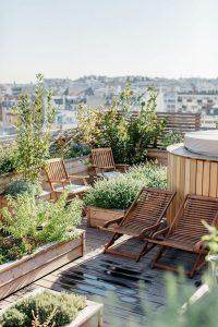 wooden-rooftop-garden-design