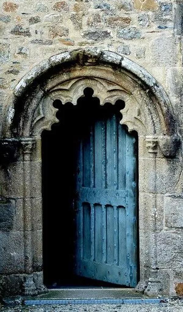 amazing-mysterious-door-designs