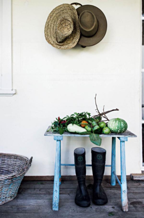 antique-veranda-storage-ideas