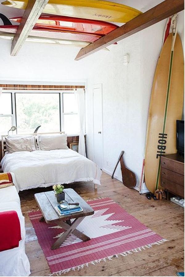 beach-bedroom-design-with-surfboard-display