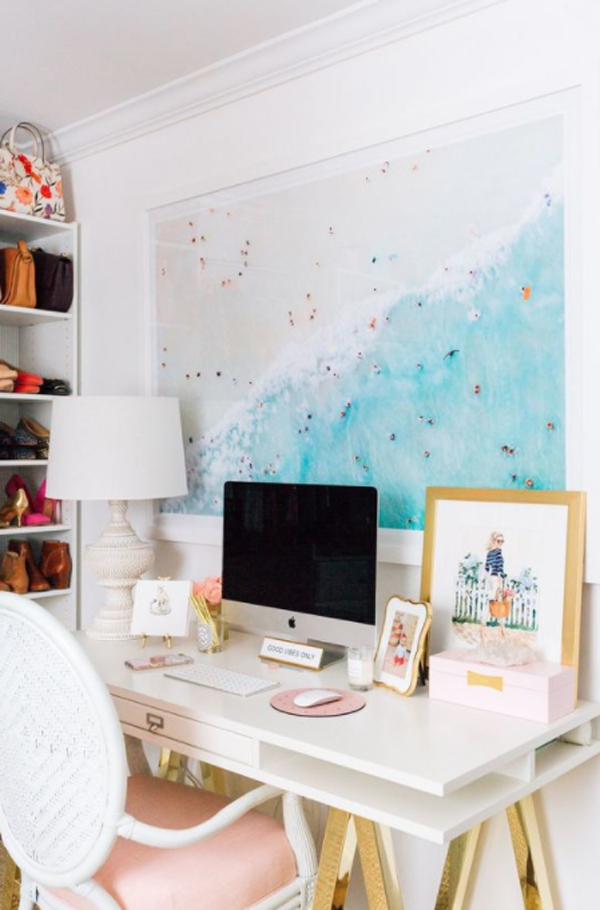 beach-home-office-desk-with-painting-decor