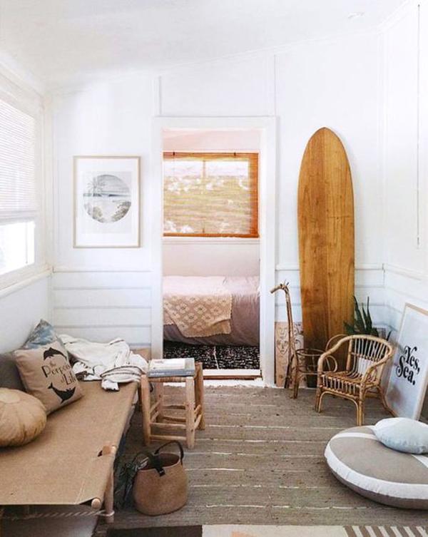 beach-style-interior-with-surfboard-decor
