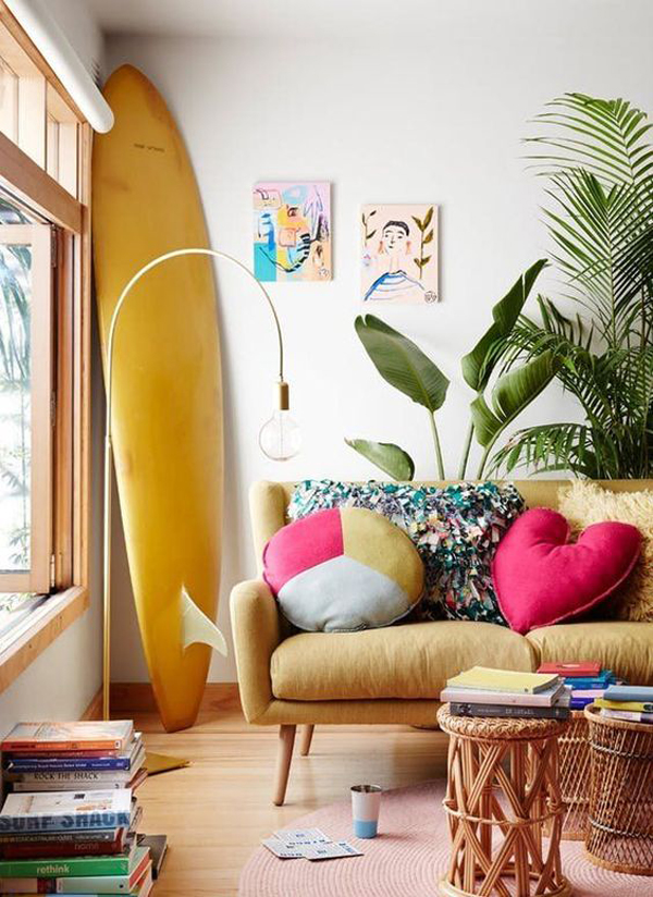 beach-vibe-living-room-with-yellow-surfboard