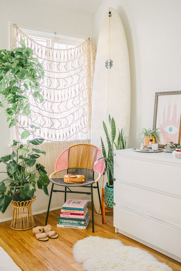 bohemian-reading-nook-with-surfboard-display