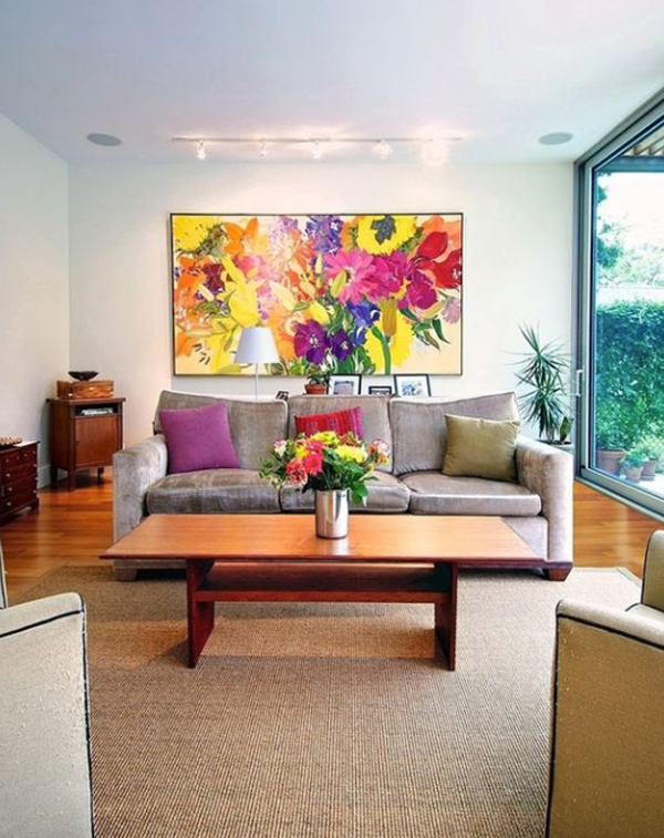 bold-living-room-with-flower-wall