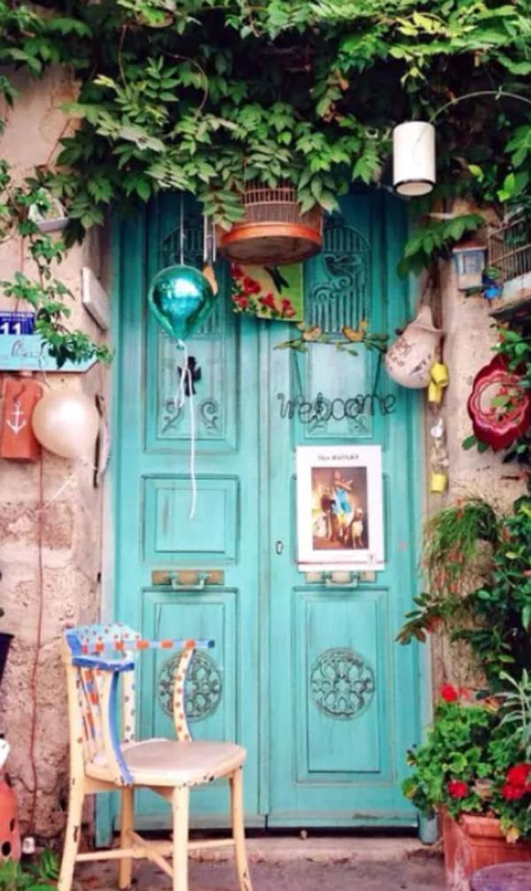 cheerful-front-door-designs