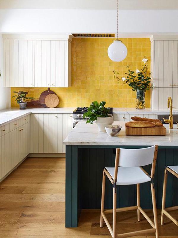 cheerful-yellow-kitchen-backsplashes