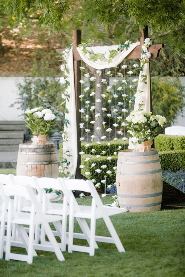chic-and-rustic-wedding-decor-with-barrel