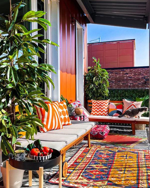 colorful-balcony-rug-ideas