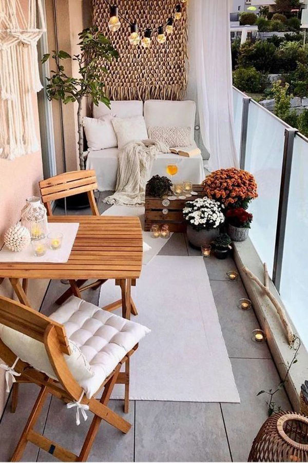 cozy-and-small-balcony-with-rugs