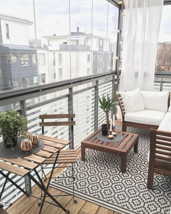 glass-balcony-design-wth-rug-decor