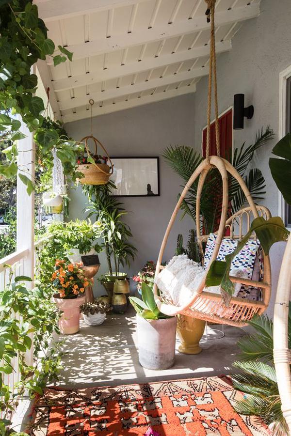 minimalist-bohemian-rug-with-hanging-chairs