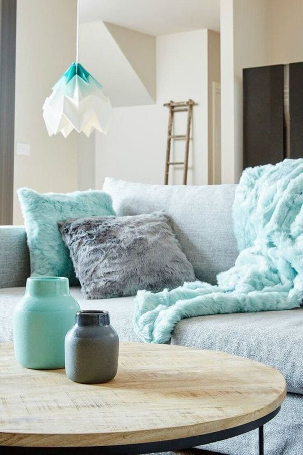 mint-green-pillow-and-blankets