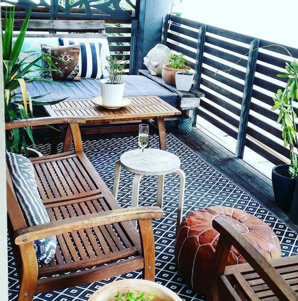 modern-balcony-rug-ideas