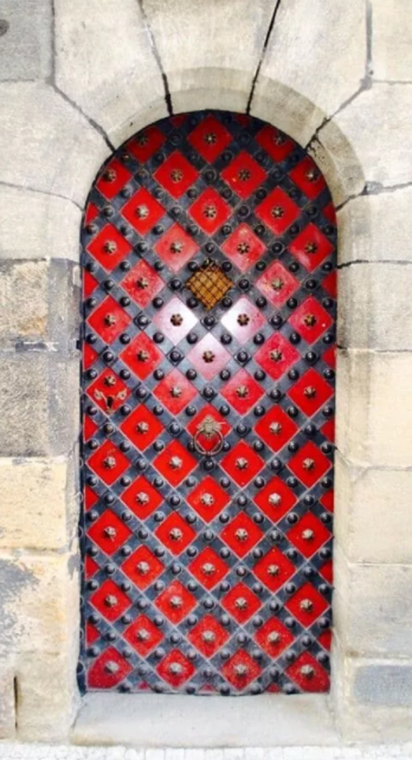 red-and-powerful-door-designs
