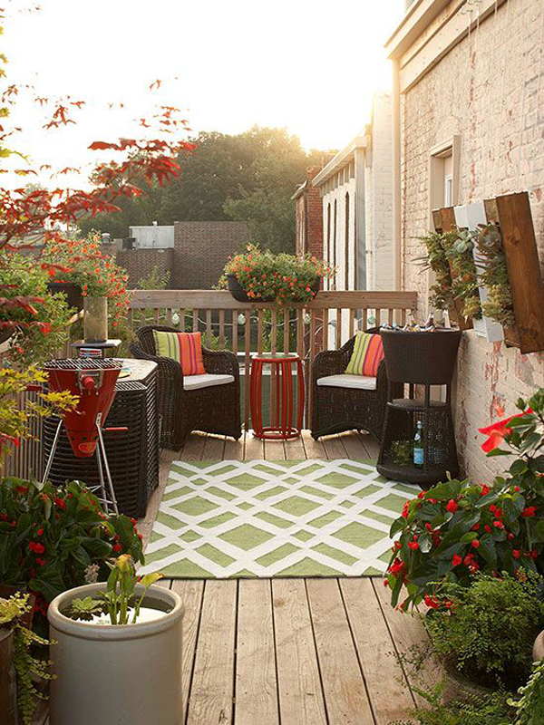 small-balcony-deck-with-rug