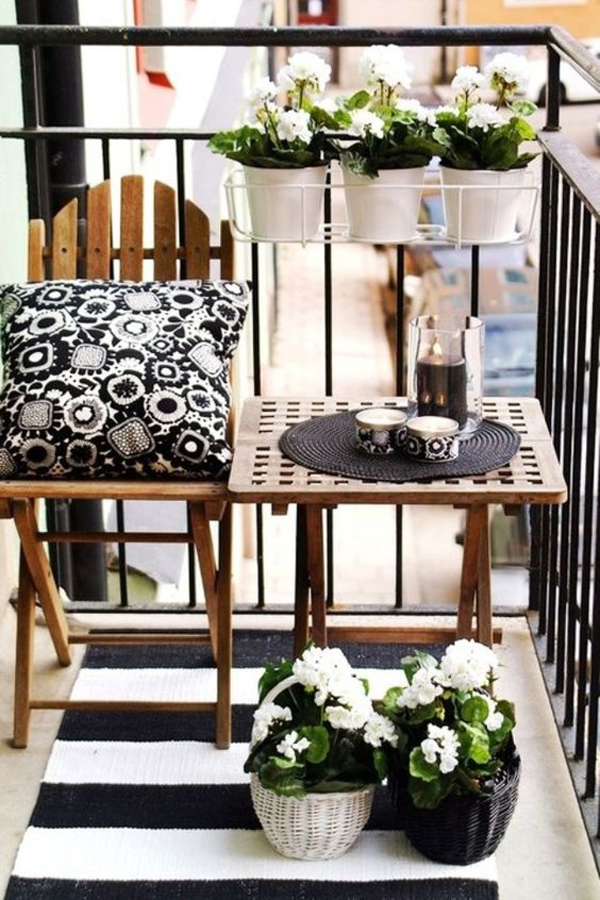small-balcony-idea-with-rug-plant-and-pillow