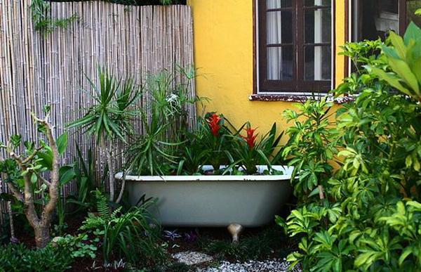 small-patios-with-bathtub-pond