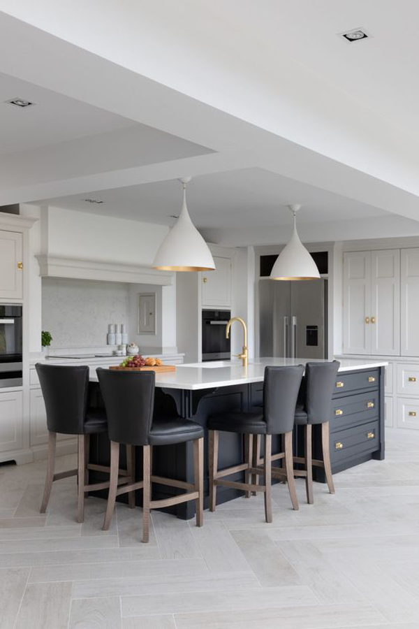 stylish-grey-kitchen-island-with-pendant-lamp