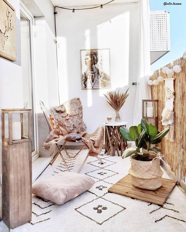 summer-balcony-design-with-bohemian-rug