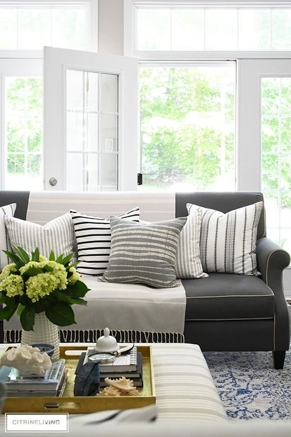summer-living-room-with-calming-pallet-color