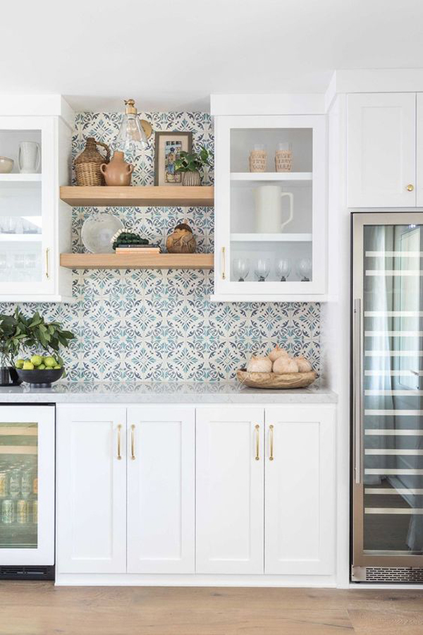 trendy-kitchen-wallpaper-ideas-with-cabinet