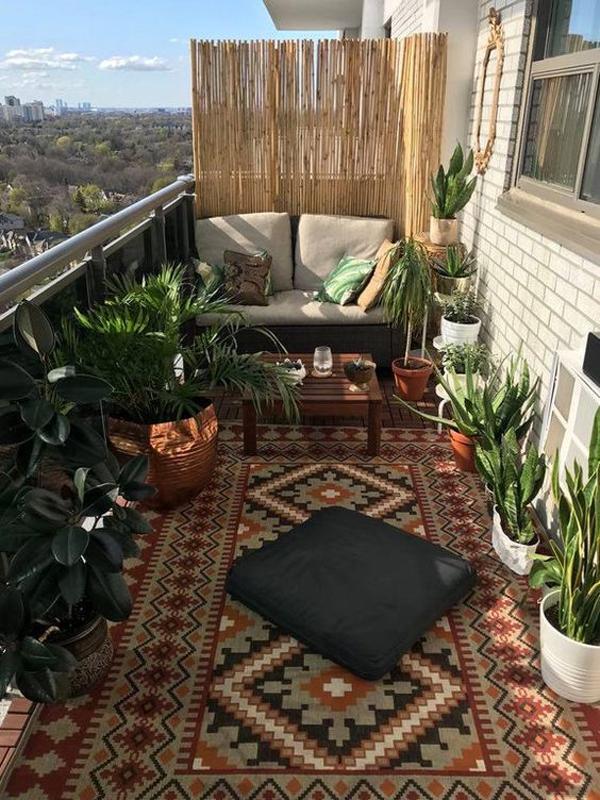 tropical-outdoor-balcony-with-rug-decor