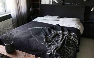 adorable-black-bedroom-for-women